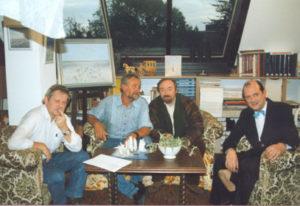 Regisseur Gie Lavigne met Paul Ricour en Ludo Hellings in atelier voor filmopname Interflix, november 1995.