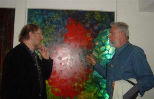 Willem Vermandere bij glasraam van Jacky DUYCK in Crypte van Eigentijdse Jeugd te Groot-Bijgaarden