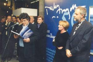 """Ouverture de l' exposition """"Jacky Duyck 50"""" au centre Culturel Westrand à Dilbeek par Johan Verminnen, Zaki et Ivo Goris le 21 novembre 1997."""
