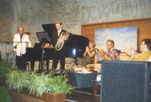 Concert donné par François Glorieux (piano), Nic Ost (euphonium), Brigiet Tyteca (poésie),Jacky et Frank Dingenen (présentation et interview) le 27 juin 1998 dans la Ferme-Abbaye de Koksijde.