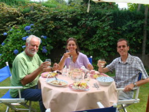 August 5th 2008. Excellent meal in the magnificent garden of soprano Liliane Bertrand, wife of Christophe De Mesmaeker, creator of this website.